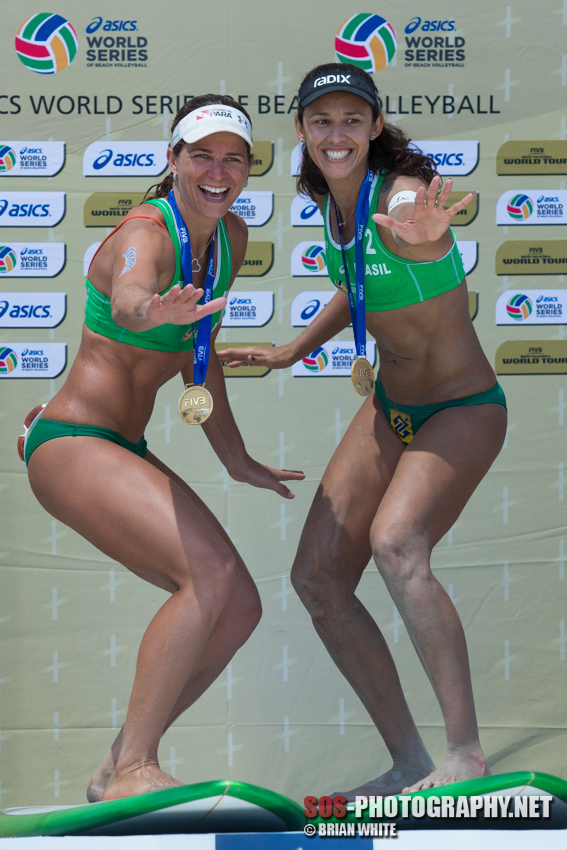 Larissa França and Talita Antunes give their surfboards a dry run at the 2015 FIVB Long Beach Grand Slam