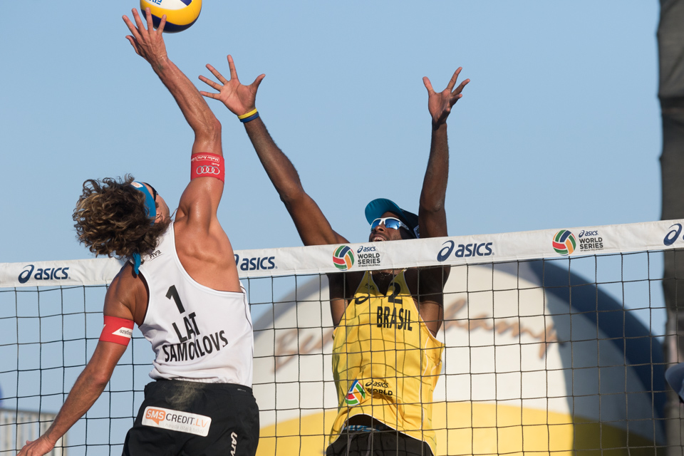 Aleksandrs Samoilovs and Evandro Goncalves Oliveira Junior at 2016 FIVB Long Beach Grand Slam