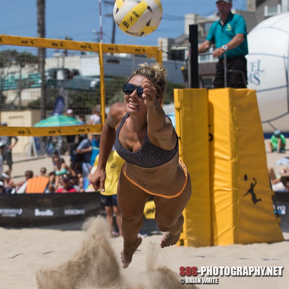 FSU beach volleyball alum Jace Pardon dives for the ball at an AVP Manhattan Beach match