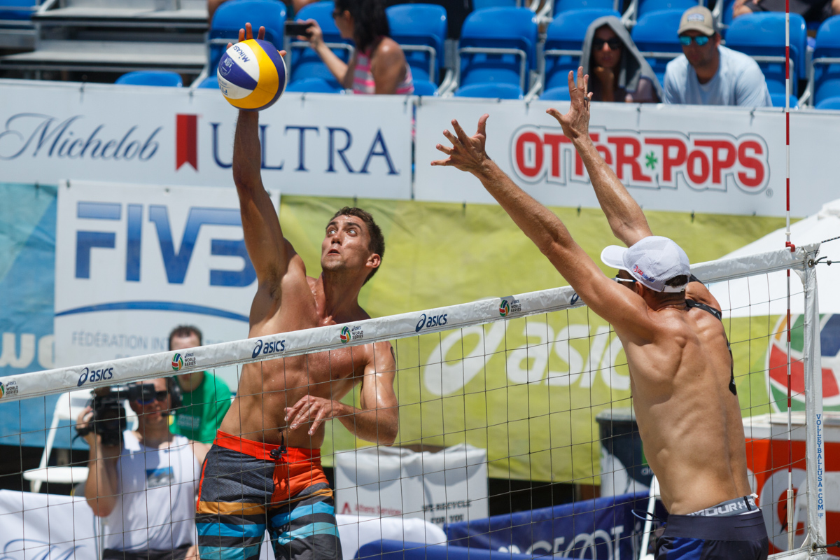 Trevor Crabb (USA) and Theo Brunner (USA) battle at the net